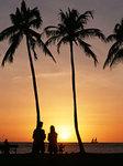 夕焼け海辺カップル南の島バカンス写真